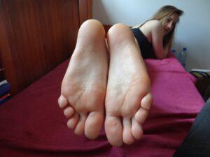 slatka guzata mlada cura voli fetiš stopala
