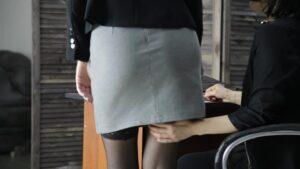 maženje pice pod suknjom