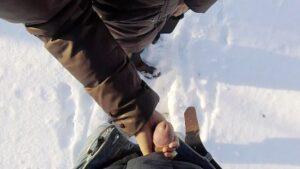 drkanje kurca u snegu
