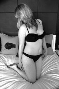 udata ali nezadovoljena u krevetu