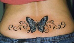 mamina tetovaža iznad guze
