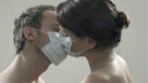 ljubljenje sa maskama