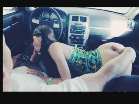 seks u autu pusenje
